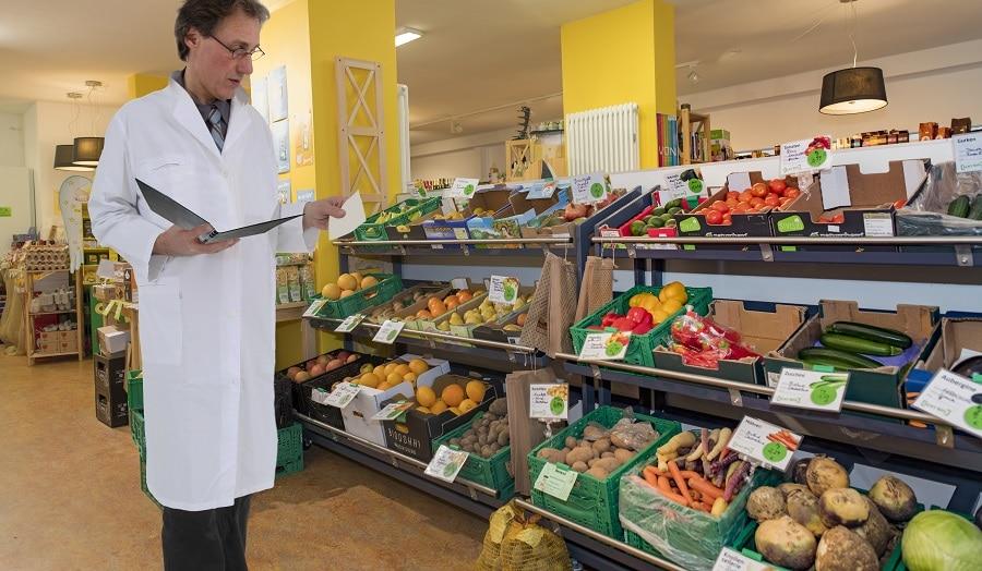 Supermarkt mit Lebensmittelgutachter